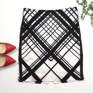 WHBM | White Black Pencil Skirt